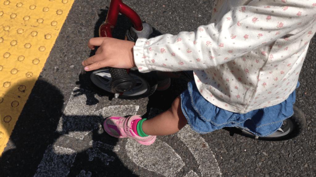 子供は何故靴を逆に履くのか?原因・理由と対策を考えてみよう